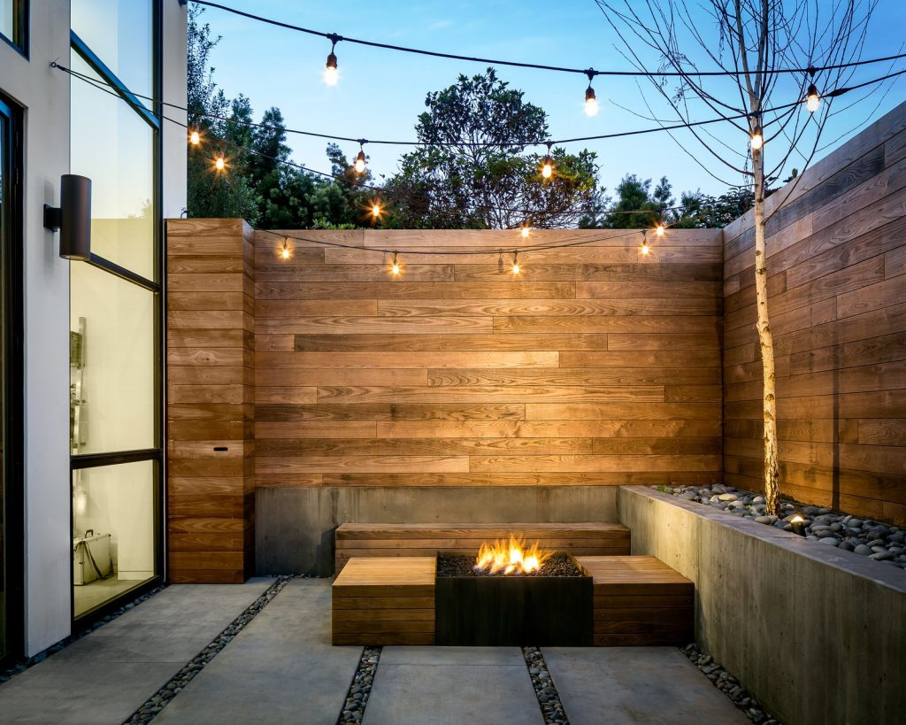 10 Modern Fireplaces and Fire Pits to Inspire Outdoor Living back patio 1024x819