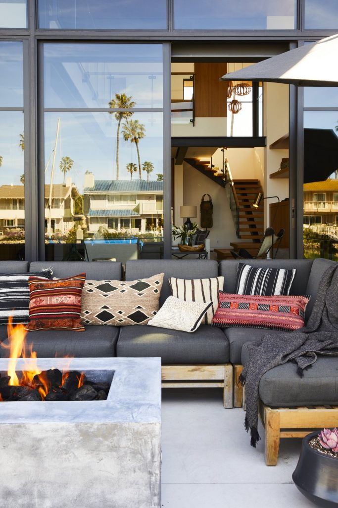 10 Modern Fireplaces and Fire Pits to Inspire Outdoor Living large 683x1024